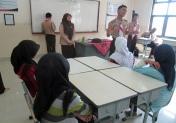 kak Hafiz dan kak Pcp sedang menjelaskan apa itu pramuka